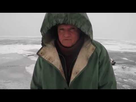 Зимой на судака по первому льду, г Болгары!