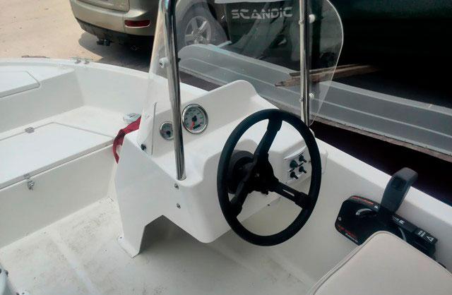 Рулевая консоль широкая со стеклом и палубным креплением