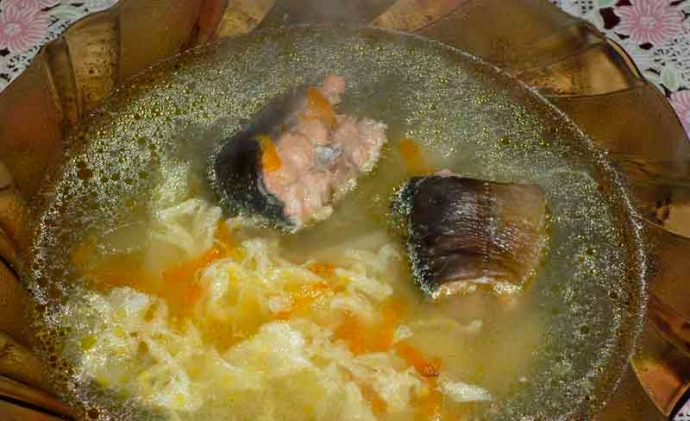 Уха из горбуши с добавлением яйца