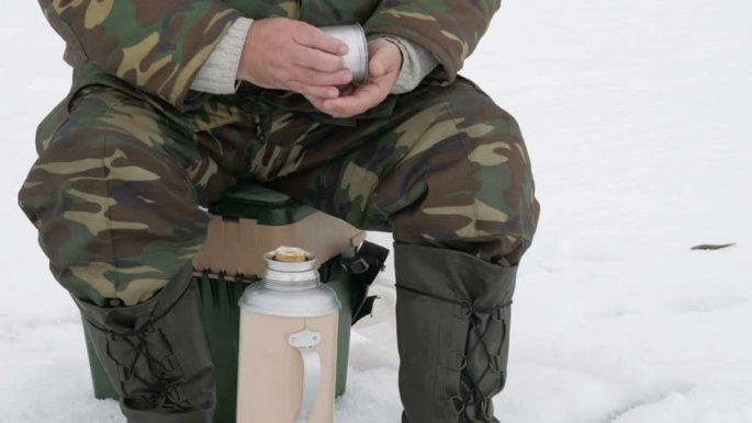 Термос незаменим в зимней рыбалке