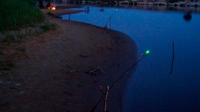 Донка для ночной ловли со световым сигнализатором