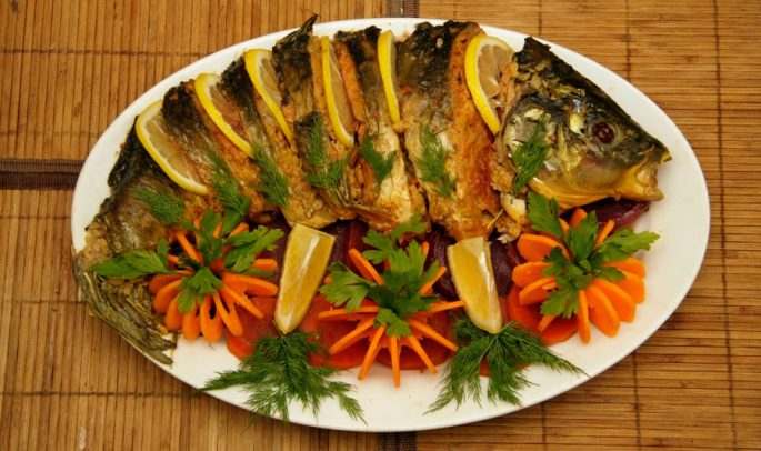 Карп, запеченный в духовке с овощами