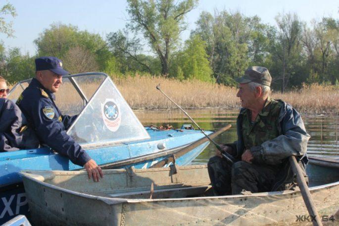 Когда разрешено рыбачить с лодки