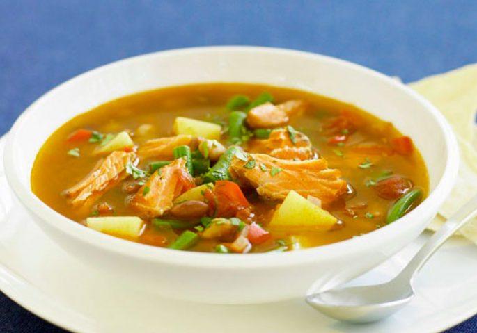 Суп с консервами и фасолью в томате
