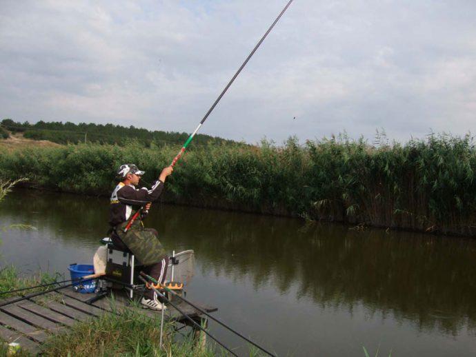 Поплавочная удочка для прибрежной ловли