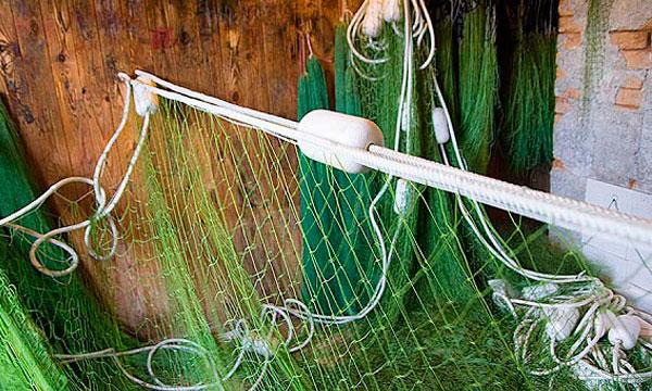 Вязать сеть для ловли рыб