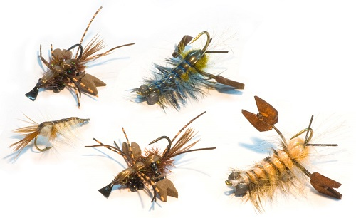 Образцы мушек, великолепно имитирующих живых насекомых