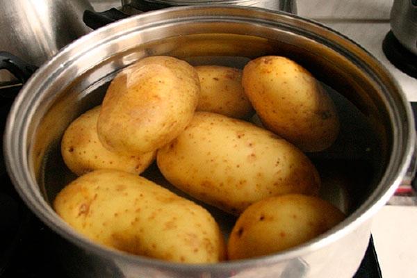 Подготовка картофеля для ловли карпа