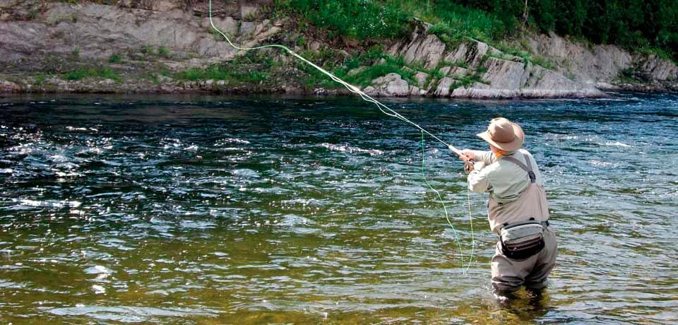 ловля форели нахлыстом на реке