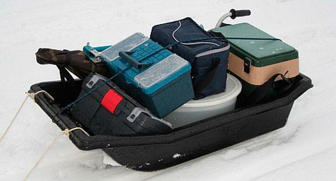 Как выбрать удобные санки для зимней рыбалки