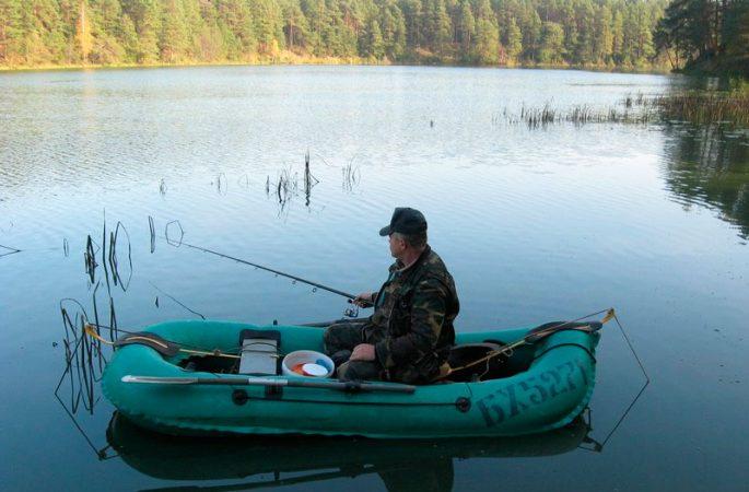 Когда лучше ловить рыбу с лодки